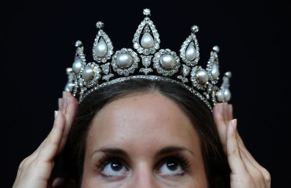 Rosebery-Pearl-and-Diamond-Tiara