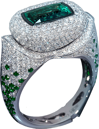 ALEX Magic stone alexandrite changes its color from deep green to deep purple depending on the lighting, and of course on your mood!