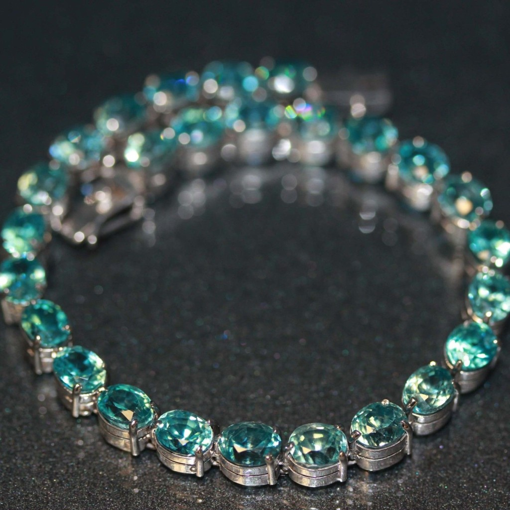 Estate 14k White gold natural Combodian Blue Zircon Tennis Link Bracelet 25.10ct