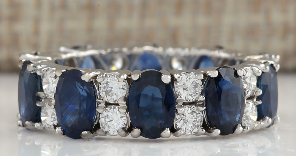 Gorgeous Estate 6.65 Cwt Natural Blue Sapphire and Diamond Ring in 14K Solid White Gold.