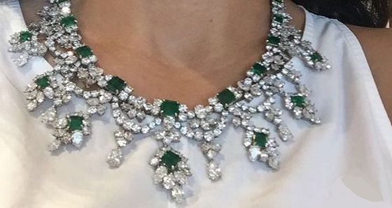 An exquisite harry winston emerald and diamond necklace eyes an exquisite harry winston emerald and diamond necklace aloadofball Images