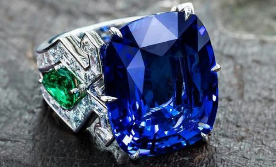 Dive into infinite blue with this 23 carat sapphire… Burmese cushion-cut sapphire set with emeralds and diamond baguettes