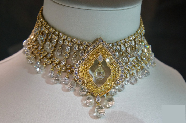 Yellow and White Diamond Necklace Lasciviously Designed by Boucheron