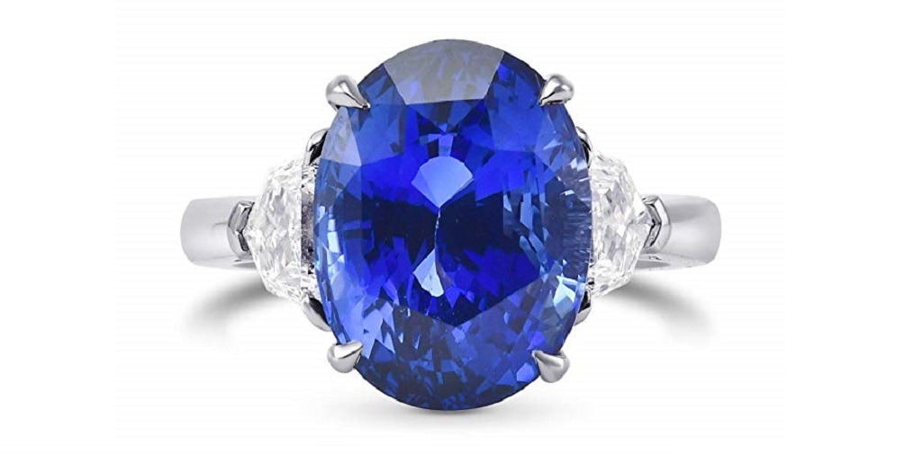 9.71Cts Sapphire Gemstone Side Diamonds Extraordinary Ring Set in Platinum